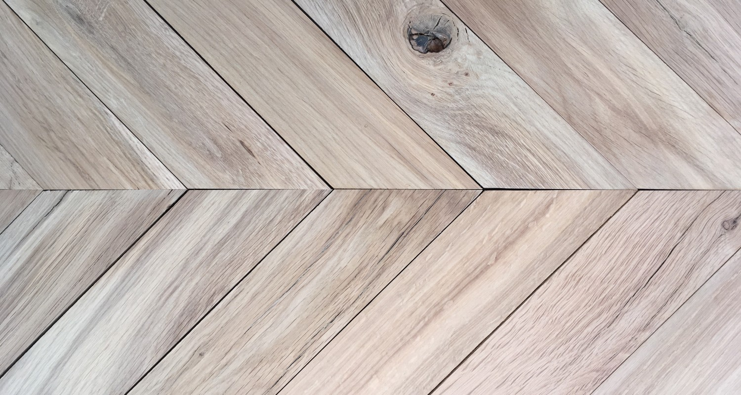 Reclaimed Re-Sawn French Beam Oak Chevron – 10mm Overlay